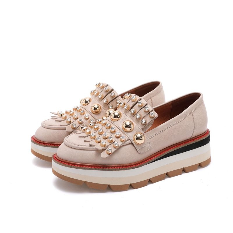 FRINGED MOCCASIN ON WEDGE + STUDS & STRASS Beige